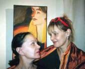 Актрисы Нина Дробышева и Елена Дробышева на выставке Ильи Комова.