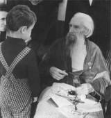6-летний Илья Комов поздравляет великого русского скульптора С.Конёнкова с 97-летием.